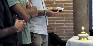 Momento di preghiera durante gli incontri Chiesa casa per tutti - Parrocchia di san Saba a Roma